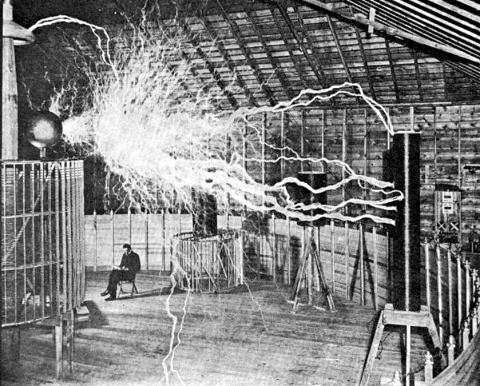 an old photograph showing huge electric discharge